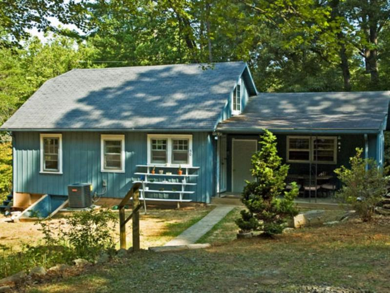 Bonnie's Cottage - Bonnie's Cottage-Newly Renovated Cottage with Country Charm - Asheville - rentals