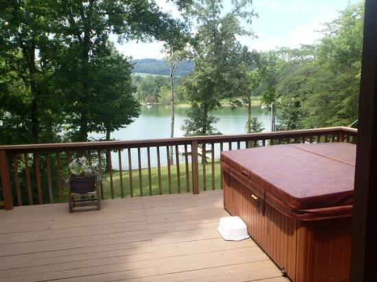 On Golden Pond Hot tub with view - On Golden Pond is a beautiful lakefront vacation home on Norris Lake, with private boat dock. - Norris - rentals