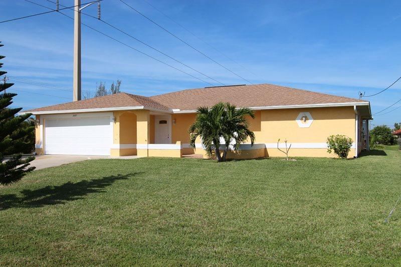 Front entrance - Villa Bonita - Cape Coral - rentals
