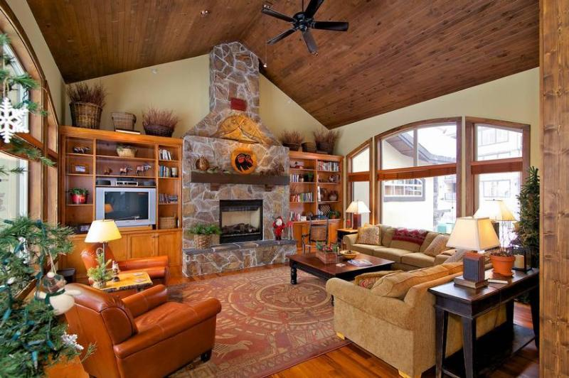 Warm and comfortable..... luxury accommodation at Big White is waiting for you. - Cathie and Allan Chartrand - Big White - rentals