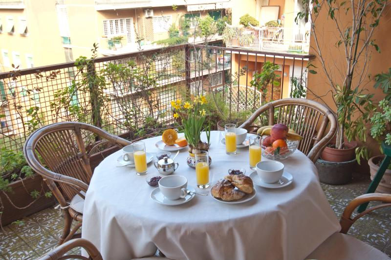 Our lovely balcony - • Elegant Spacious Bright Apt • Close 2 Metro B • - Rome - rentals