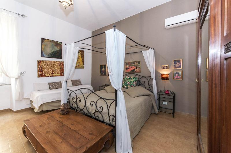 charming apartment near colosseum in rome - Image 1 - Rome - rentals
