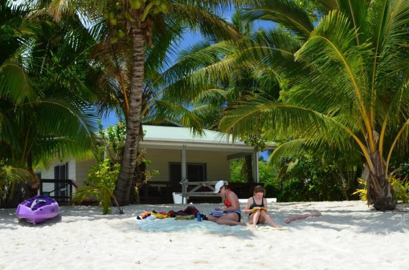 Jenny's Beach House - Nu - Jenny's Beach House - Absolute Beachfront - Titikaveka - rentals