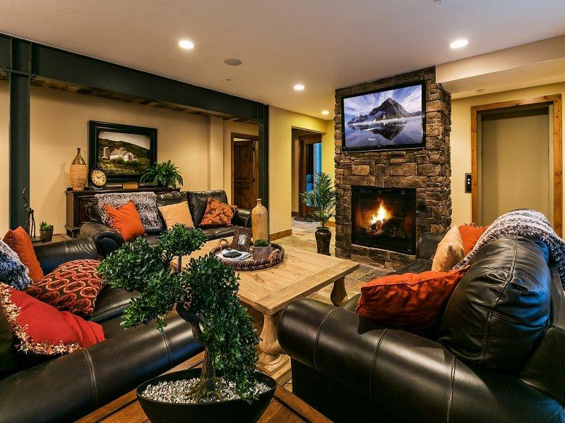 Park City Epic Lodge 6 -Walk to America's Largest Ski Resort-Located in the Historic District-Two Large Living Areas, Private Hot Tub + Sauna, Gourmet Alpine Kitchen-, Elevator, Free High Speed Wi-Fi, Ample Parking and 6 Bedrooms-6.5 baths - Image 1 - Park City - rentals