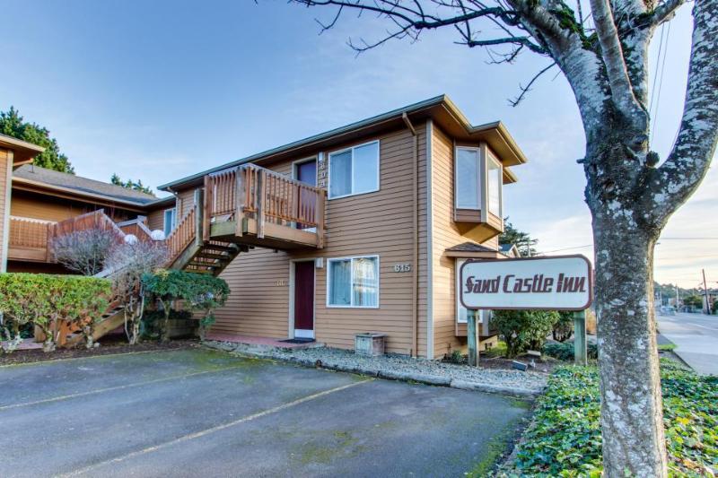 Sandcastle: Violet Suite (#606) - Image 1 - Cannon Beach - rentals