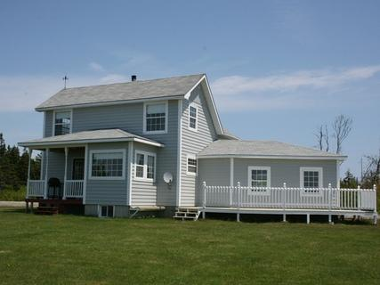 With a large deck and an ocean view, Slateville Cottage in Blanche is the place to spend a sunny afternoon relaxing to the sound of the waves. - Slateville Cottage, Ocean View, Nova Scotia - Barrington - rentals