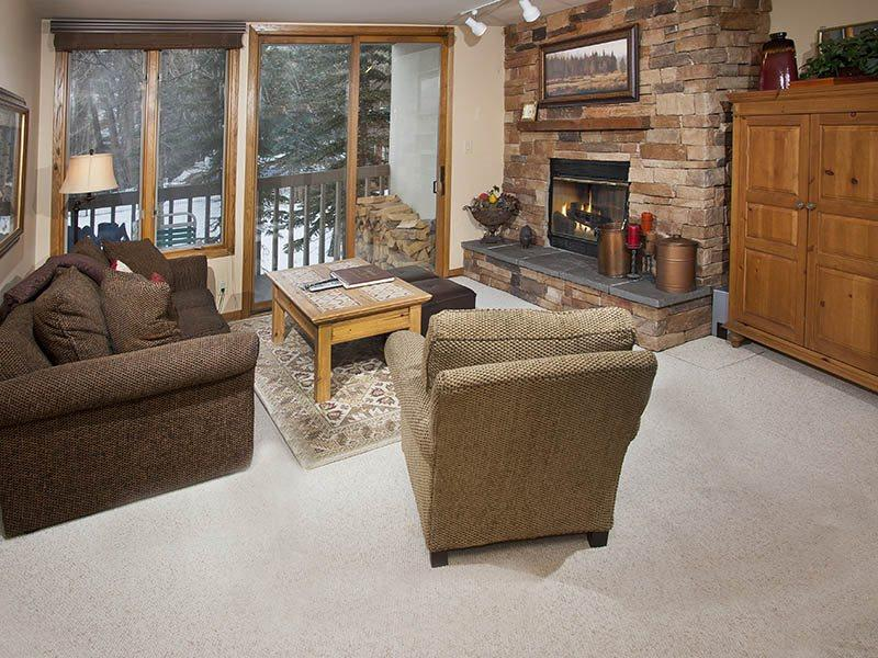 Living Room - Enjoy this deluxe 2 bedroom condo at affordable nightly rates, making this one of Beaver Creek`s best values in vacation rentals. - Vail - rentals