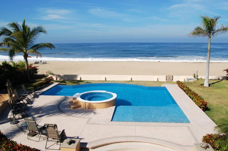View of the pool & the beach from the upper terrace - Villa del Tigre - Beachfront! - San Pancho - San Pancho - rentals