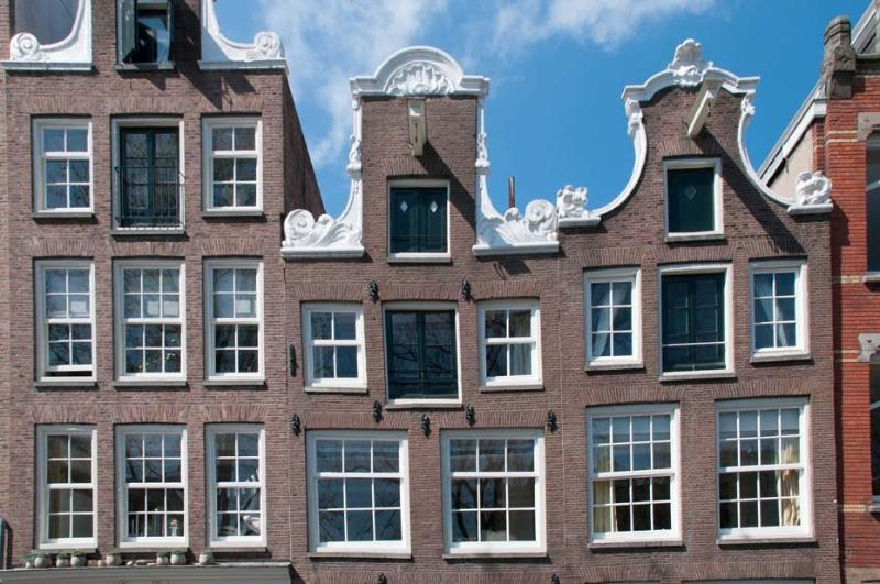 Guesthouse along the canal in historic center - Image 1 - Amsterdam - rentals