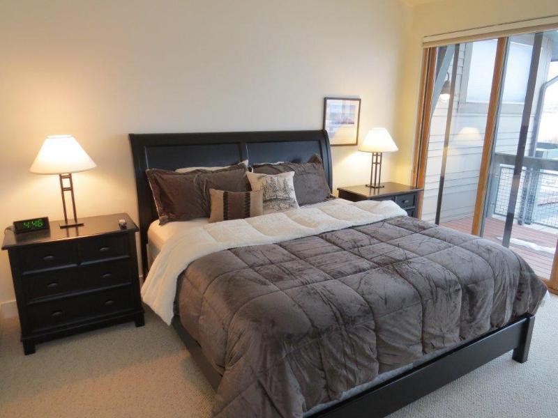 Master Bedroom - Newpark Endunit private hot tub $289/nt 1/10-4/10 - Park City - rentals