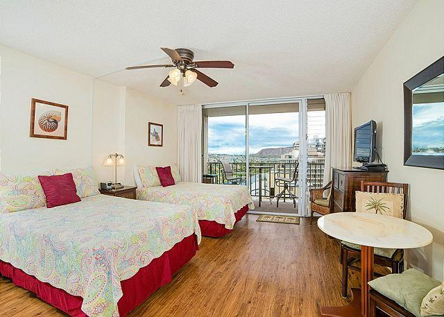 A/C and fan recently renovated with 2 full beds - Updated studio with kitchen, WiFi, washer/dryer, parking.  Sleeps 3. - Waikiki - rentals