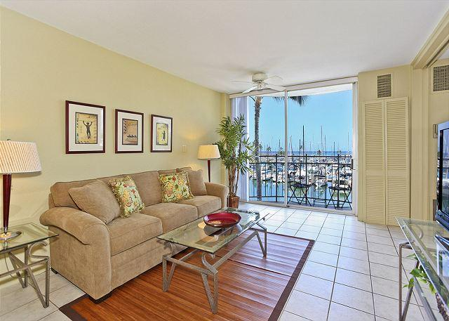 Newly Remodeled1-bedroom with AC, WiFi & views of yacht harbor!  Sleeps 4. - Image 1 - Waikiki - rentals