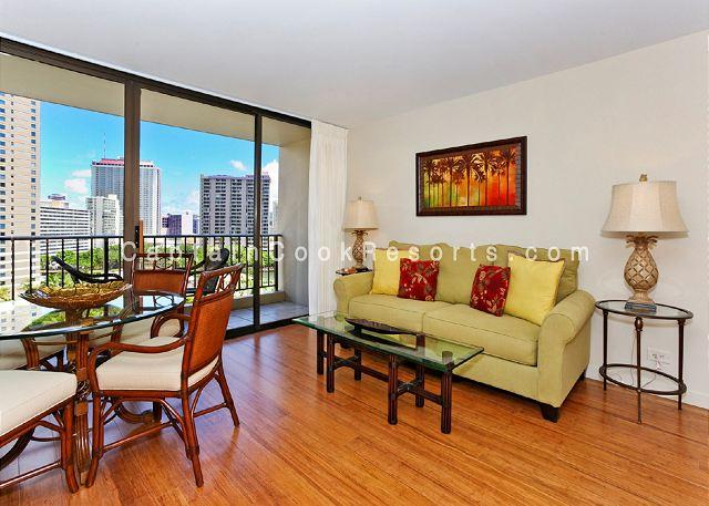 UPGRADED 2 bedroom, 1 bath, full kitchen, A/C, washer/dryer, WiFi, parking! - Image 1 - Waikiki - rentals