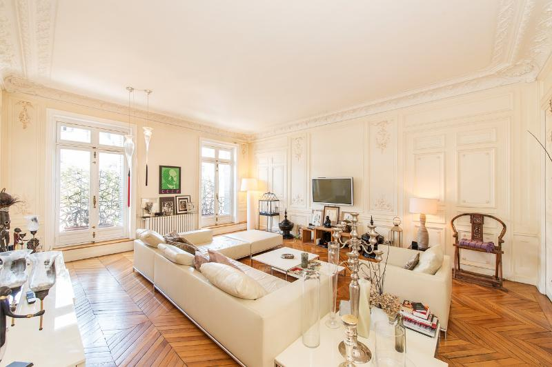 Exquisite 4 Bed Apartment in Central Paris - Image 1 - Paris - rentals