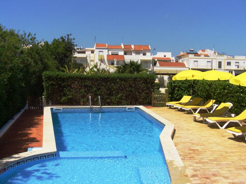 Pool and sunbeds - Private villa beautiful pool and gardens, 4 guests - Alvor - rentals