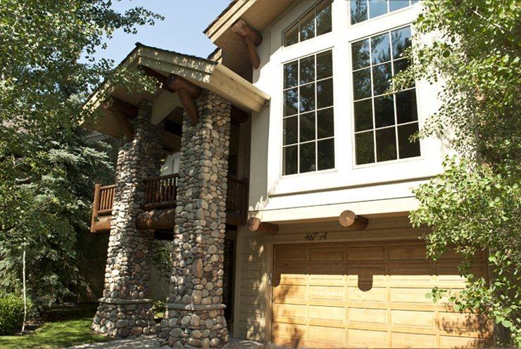 Front entry 2 car gargage close to the river - Wood River Drive 467A Central Park West - Beautiful Townhome with Central Air Conditioning - Ketchum - rentals