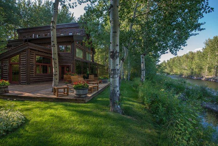 Large compound on the river with main and guest house - Broadway Run 34 - Central Air Conditioning Grand Rustic Mountain Getaway on the Big Wood River - Ketchum - rentals