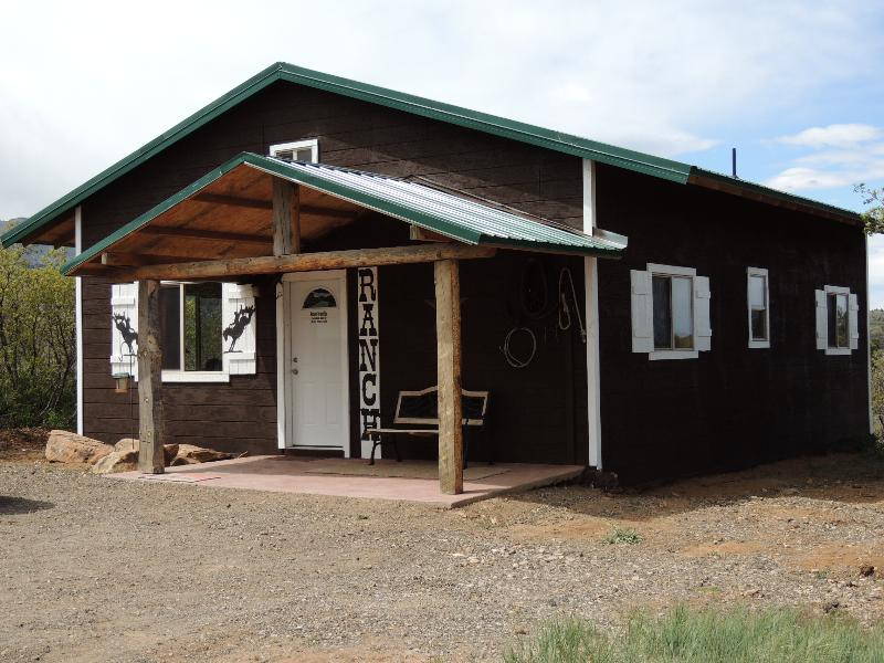 Ranch Cabin, 2 Bedroom with a Loft, Sleeps up to 10 - Private Mountain Cabin! Canyonlands' Ranch Cabin! - Monticello - rentals