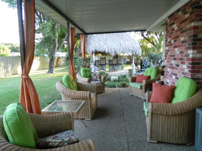 South Florida's finest rental! - 5 bedroom large home , TIKI, 2 Kitchens, 2 patios, - Pompano Beach - rentals