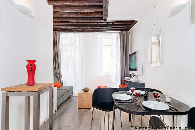 Great Studio in the Upper Marais! - Image 1 - Paris - rentals