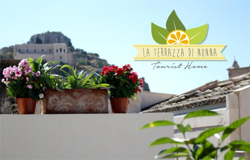 "Holiday House ""La Terrazza di Nonna""... 2 bedrooms, 2 bathrooms, terrace with barbecue - Image 1 - Scicli - rentals"