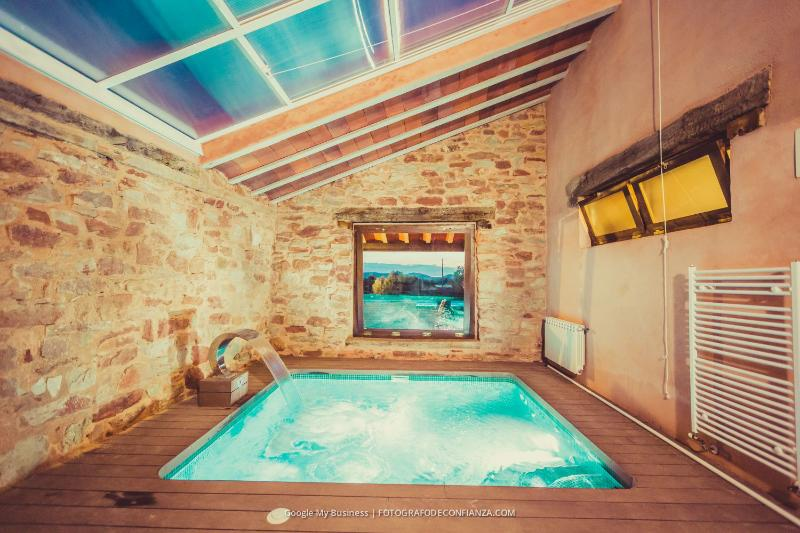 two double bedrooms,kitchen,living room,pool,spa.. - Image 1 - Alcaraz - rentals