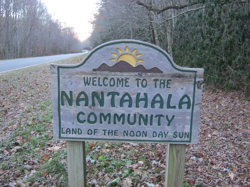 Escape to the mountains of Nantahala in Western North Carolina. - On a farm 2 miles from Lake Nantahala. Low cost. - Lake Nantahala - rentals