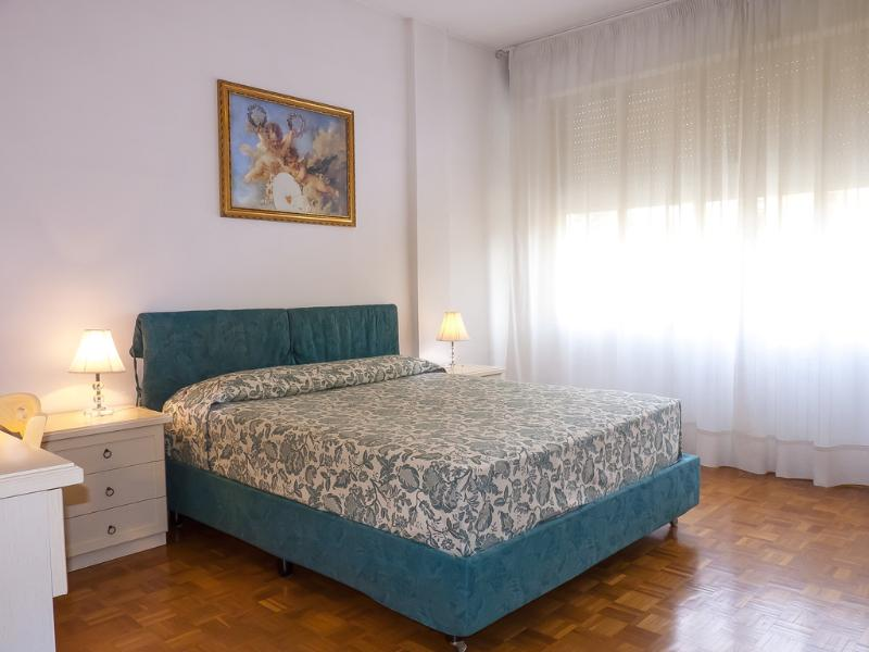 Wide and Confortable Double Bed Room - 2 Bedroom Apartment in Pisa with Free Wifi - Pisa - rentals