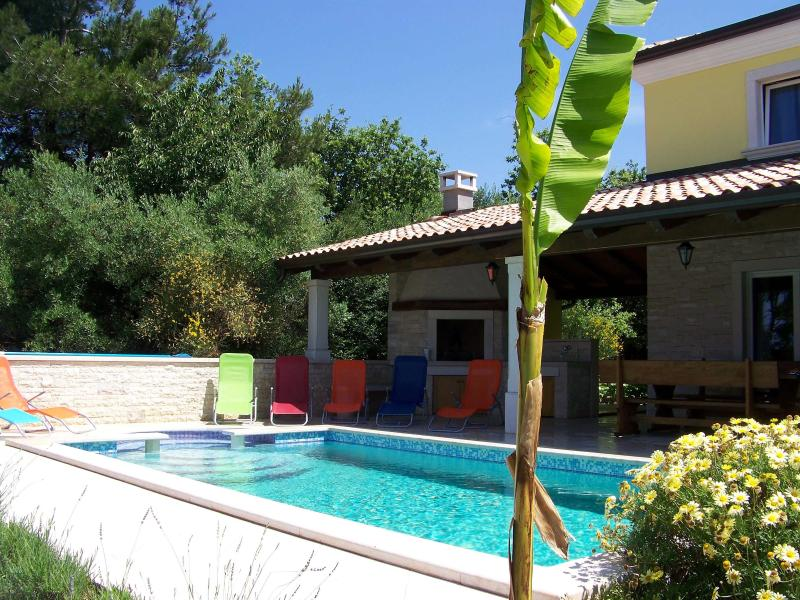 Outdoor view with the private swimming pool and the BBQ - Istrian Villa Kanal with private pool - sea view - Umag - rentals