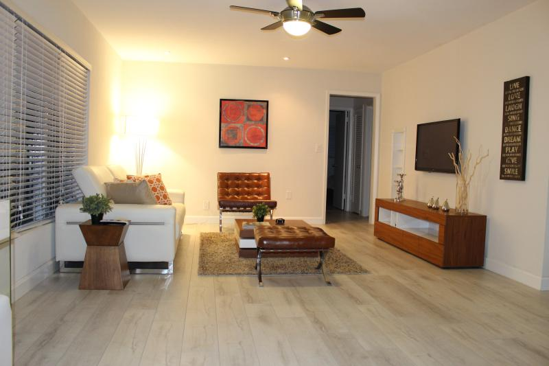 Top Vacation Rental Award 2/1 Beautiful Villa w po - Image 1 - Lauderdale by the Sea - rentals
