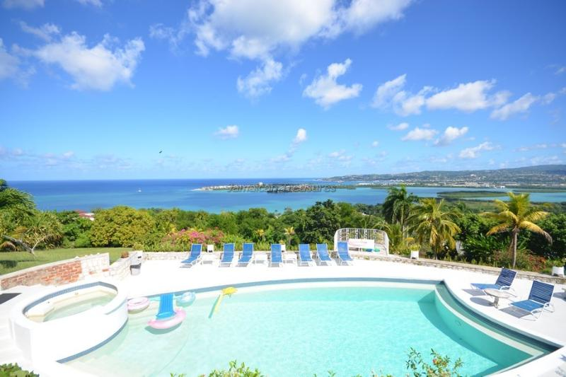 VIEWS! BEACH CLUB! STAFF! POOL! Datura Villa - Image 1 - Wiltshire - rentals