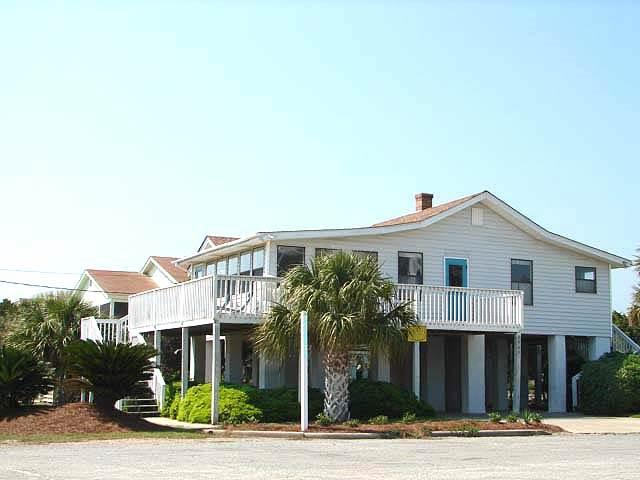 "2905 Point St - ""Kaptain's Kottage"" - Image 1 - Edisto Beach - rentals"