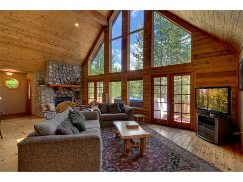 Stunning Mountain Home with Log Cabin accents, Private Hot Tub and a Sauna (MY62) - Image 1 - South Lake Tahoe - rentals