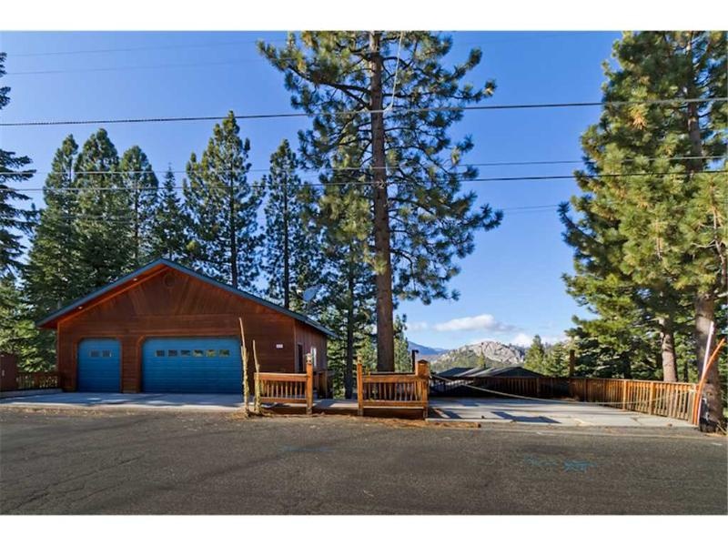 Deluxe Tahoe Chalet in Quiet Neighborhood with Private Hot Tub and Downstairs Secondary Suite (MY67) - Image 1 - South Lake Tahoe - rentals