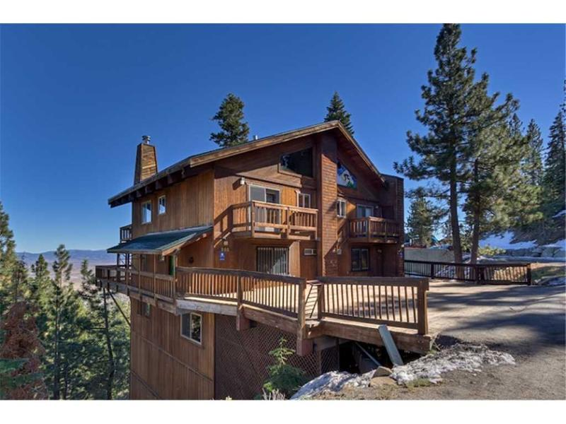 Newly Remodeled Luxury Home with Stunning Views of the Carson Valley (UK27C) - Image 1 - Stateline - rentals