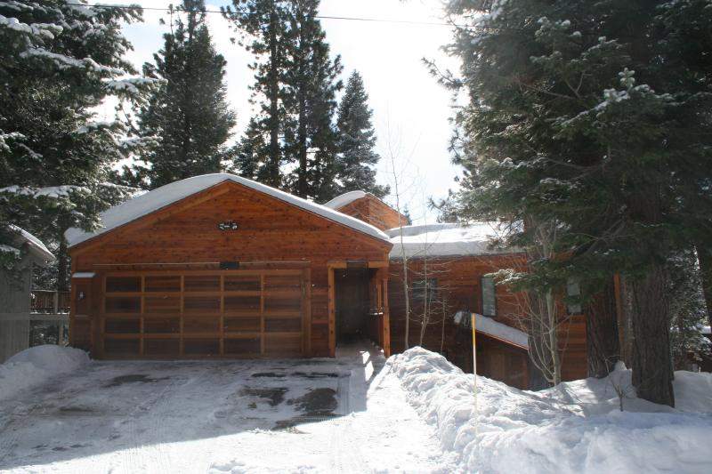 Front of house in Winter - McAvoy Dollar Point luxury hot tub lakeview - Tahoe City - rentals