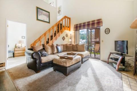 This open and bright 2BR/2BA mountain condo has everything you need for a comfortable and memorable stay during your next ski vacation! - Red Pine Condo - Park City - rentals
