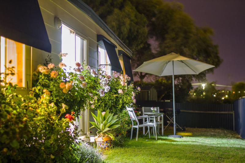 Holiday Cottage by night - Moana Beach Sunset Holiday Accommodation - Moana - rentals