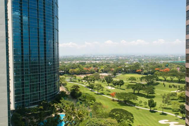 View to Manila golf course, Newport and NAIA from unit - Breeze & views - Avant @ The Fort - Manila BGC - Taguig City - rentals
