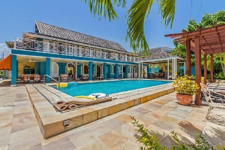 Beachfront Sweet Spot- adjacent to golf course with pool & full staff - Image 1 - Runaway Bay - rentals