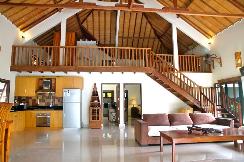 View of the spacious luxury Villa from front door - Beachfront, luxury 2 or 3 bedroom Villa - Gili Trawangan - rentals