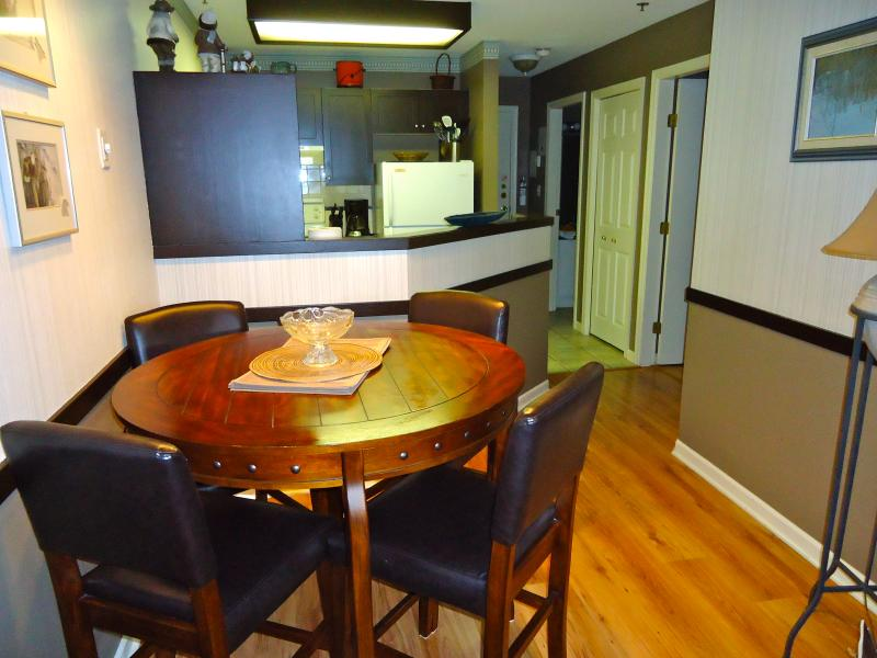 Self catering one bedroom apartment with cozy feel close to everything! - Marketplace Lodge Self Catering Whistler Village N - Whistler - rentals