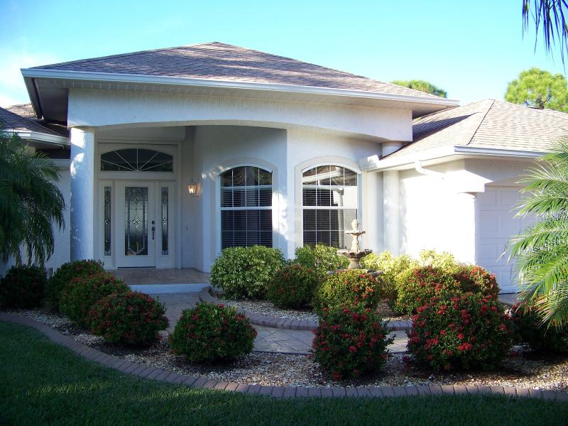 Sand Dollar Villa - A Rare Find in Sunny Florida - Sand Dollar Villa- Elite!  Pool, Spa, Canal View - Rotonda West - rentals