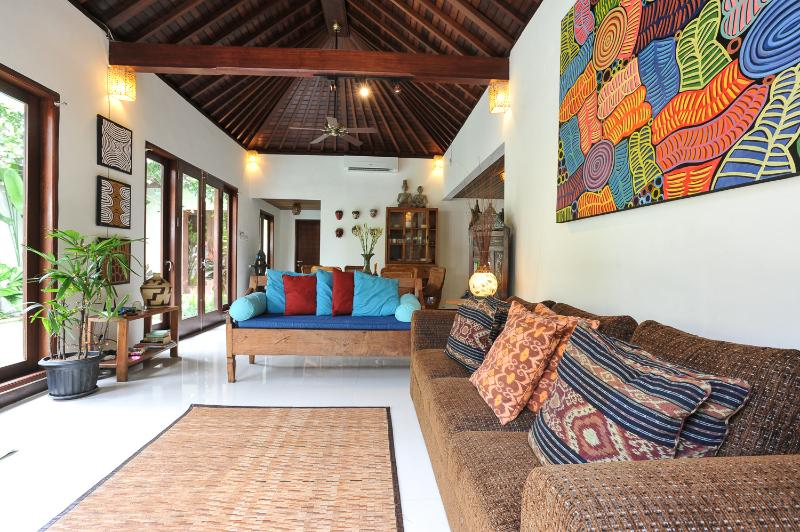 LIGHT AND AIRY FULLY AIR CONDITIONED 3 BEDROOM VILLA - QUIET, PEACEFUL 3 BDRMS, POOL, 250 MTRS FROM BEACH - Sanur - rentals