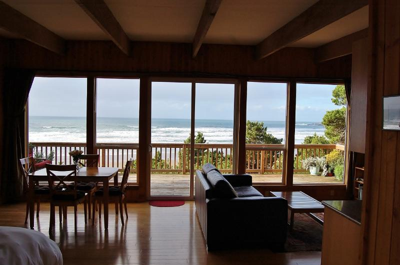 Ocean View from Front Door - Romantic and Private Oceanfront Cottage with Amazi - Newport - rentals