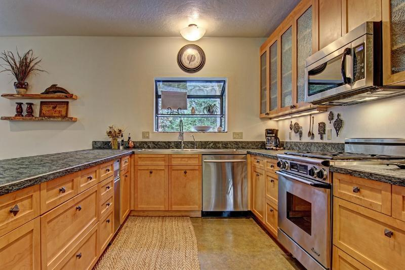 Kitchen - Amazing Island Hideaway - Friday Harbor - rentals