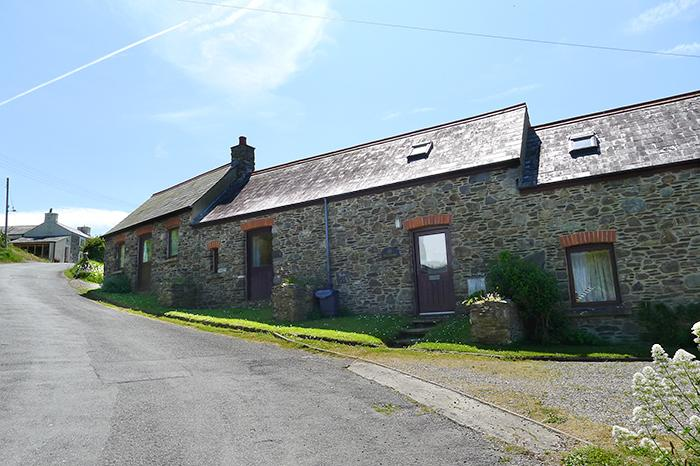 Pet Friendly Holiday Cottage - Ty Cariad, Abercastle - Image 1 - Pembrokeshire - rentals