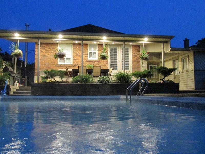 Our guests can enjoy an evening swim under the stars - Bright, Cozy 1 bdrm apt. w/parking near Bluffs - Toronto - rentals