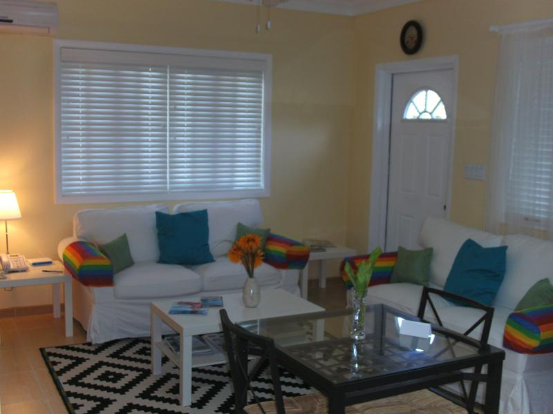 Living & Dining - Best Deal - Tropical Island, Sunflower Suite - South Palmetto Point - rentals
