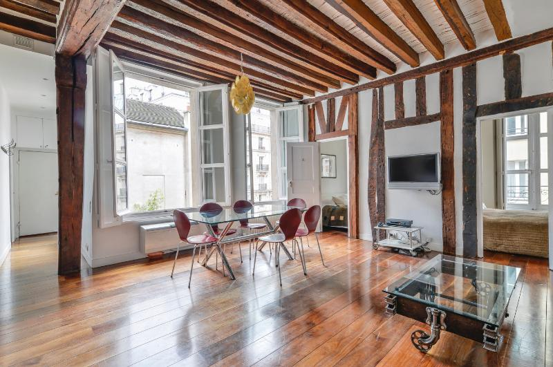 Marais Vosges 2BR / 2BA Luxury with A/C: Sleeps 6. - Image 1 - Paris - rentals